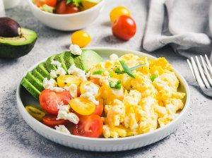 Kaip iškepti idealiai minkštus plaktus pusryčių kiaušinius?
