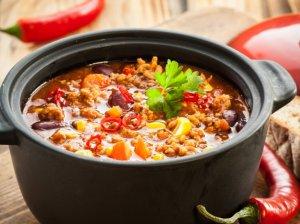 Jaukiai rudeniškai - 36 sočių sriubų ir troškinių receptai vakarams sušildyti