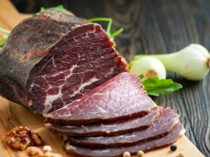 Kaip skaniai ir saugiai vytinti mėsą namuose? Keliaujame žingsnis po žingsnio!