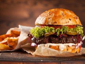 Kepam tobulą naminį burgerį - svarbūs patarimai ir pats pačiausias receptas!