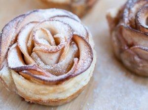 Obuolių rožytės - žigsnis po žingsnio rodome, kaip jas iškepti pačias gražiausias!