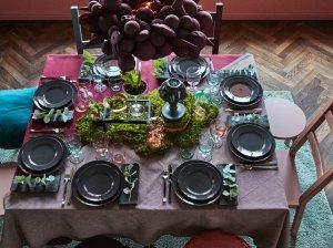 Kalėdų stalas mažuose namuose: kaip išradingai papuošti?
