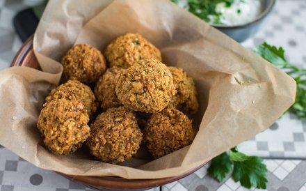 Skanūs traškūs falafeliai - rodome žingsnis po žingsnio, kaip tokius pagaminti!