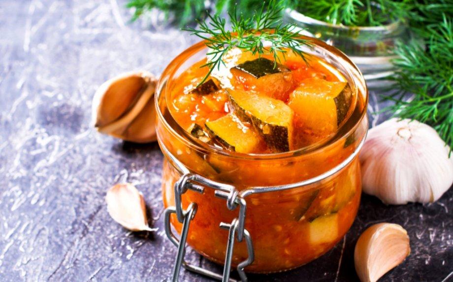 Dar liko cukinijų? Siūlome 19 laiko patikrintų receptų, kaip skanai išsaugoti jas žiemai!