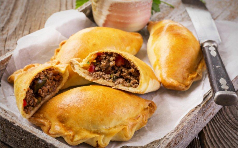 Kepame empanadas - puikiuosius pietietiškus mėsos pyragėlius! Dalinamės autentišku receptu ir pasakojame, kaip jas gaminti žingsnis po žingsnio!