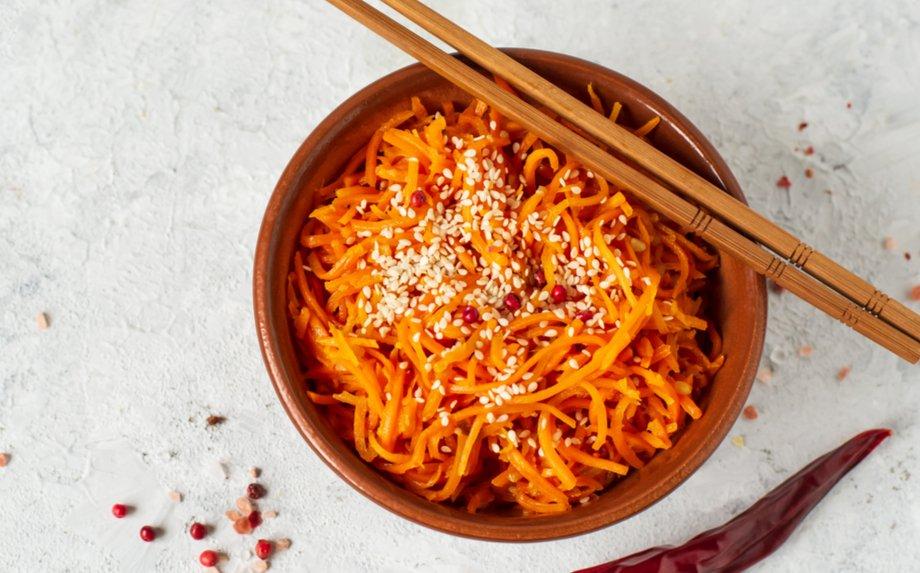 Korėjietiškos morkytės žingsnis po žingsnio + 6 receptai, kur jas panaudoti!