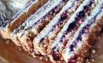 Skanutėlis trupininis pyragas su uogiene