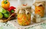 Cukinijų ir svogūnų mišrainė žiemai