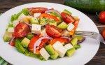 Gaivios ir sočios avokadų salotos su lengvu padažu