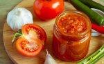 Pomidorų ir obuolių adžika žiemai