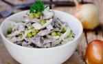 Greitos liežuvio salotos be majonezo