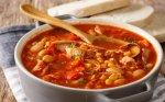 Soti pomidorinė vištienos ir daržovių sriuba su pupelėmis