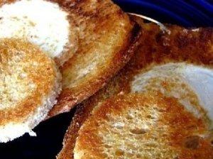 Kepta duona su su sūrio mase