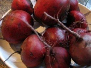 Troškinti burokėliai su svogūnais