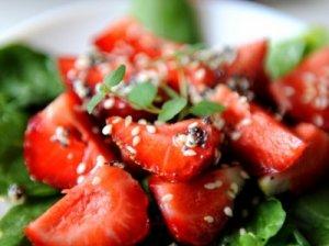 Špinatų ir braškių salotos