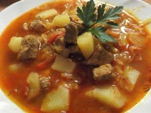 "Guliašo sriuba arba ""Zupa gulasowa"""