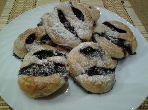 Pyragėliai su juodaisiais serbentais ir prieskoniais