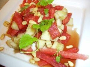 Arbūzų ir agurkų gaivios salotos