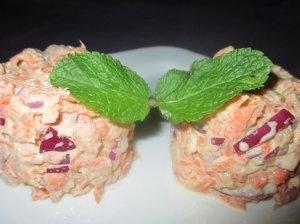 Morkų užkandis su tunu
