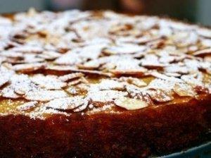 Šerio-migdolų pyragas