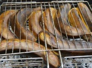 Bananai ant grotelių