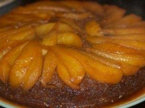 Pyragas su kriaušėmis, obuoliais ar figomis