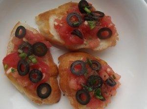 Pomidorų ir alyvuogių brusketa