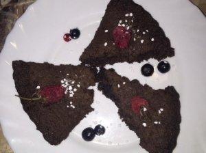 Kakavinis pyragas su uogomis