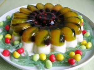 Jogurtinis torčiukas su vaisiais ir uogomis