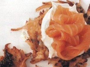 Bulviniai blyneliai su lašiša