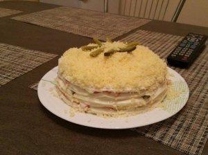 Krabų lazdelių tortas