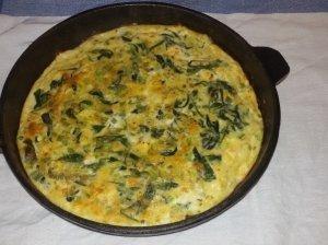 Kiaušinienė su feta ir pelėsiniu sūriu