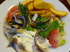 Marinuotų kelmučių ir daržovių salotos