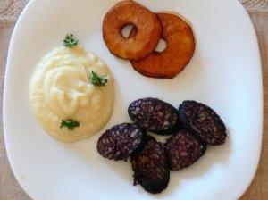 Kraujinė dešra su bulvių piurė