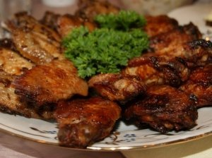 Vištienos sparneliai užkandžiams Tradiciniai ir marinuoti austrių padaže