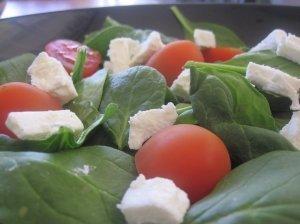 Špinatų ir feta sūrio salotos