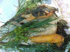 Žuvis su morkomis