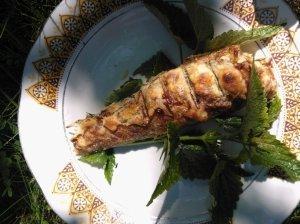 Žuvis tešloje, kepta ant grilio