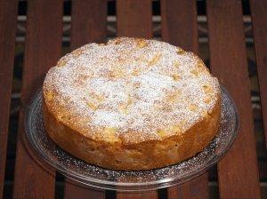 Aromatingas obuolių pyragas su apelsinų sultimis