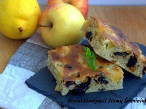 Obuolių pyragas su džiovintais vaisiais