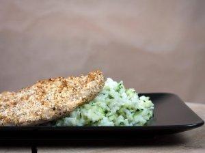 Vištienos kepsnys su ryžiais su cukinijomis ir sūriu
