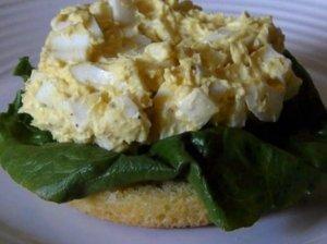Sumuštiniai su kiaušinių salotomis