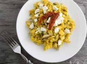 Puikioji kiaušinienė su feta ir avokadu