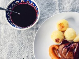 Vyšnių ir raudonojo vyno padažas mėsai ar paukštienai