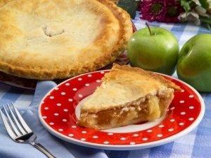Amerikietiškas obuolių pyragas su cinamonu