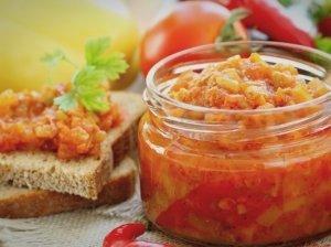 Mišrainė žiemai SKANUMĖLIS - su pomidorais, morkomis, svogūnais ir paprikomis