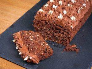 Šokoladinis keksas su džiovintomis slyvomis ir riešutais
