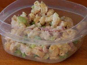 Greitosios makaronų salotos su tunu