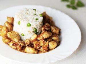 Skanioji traški vištiena su sezamų sėklomis kiniškai
