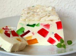 Greitas nekeptas varškės pyragas su žele gabaliukais ir baltu šokoladu